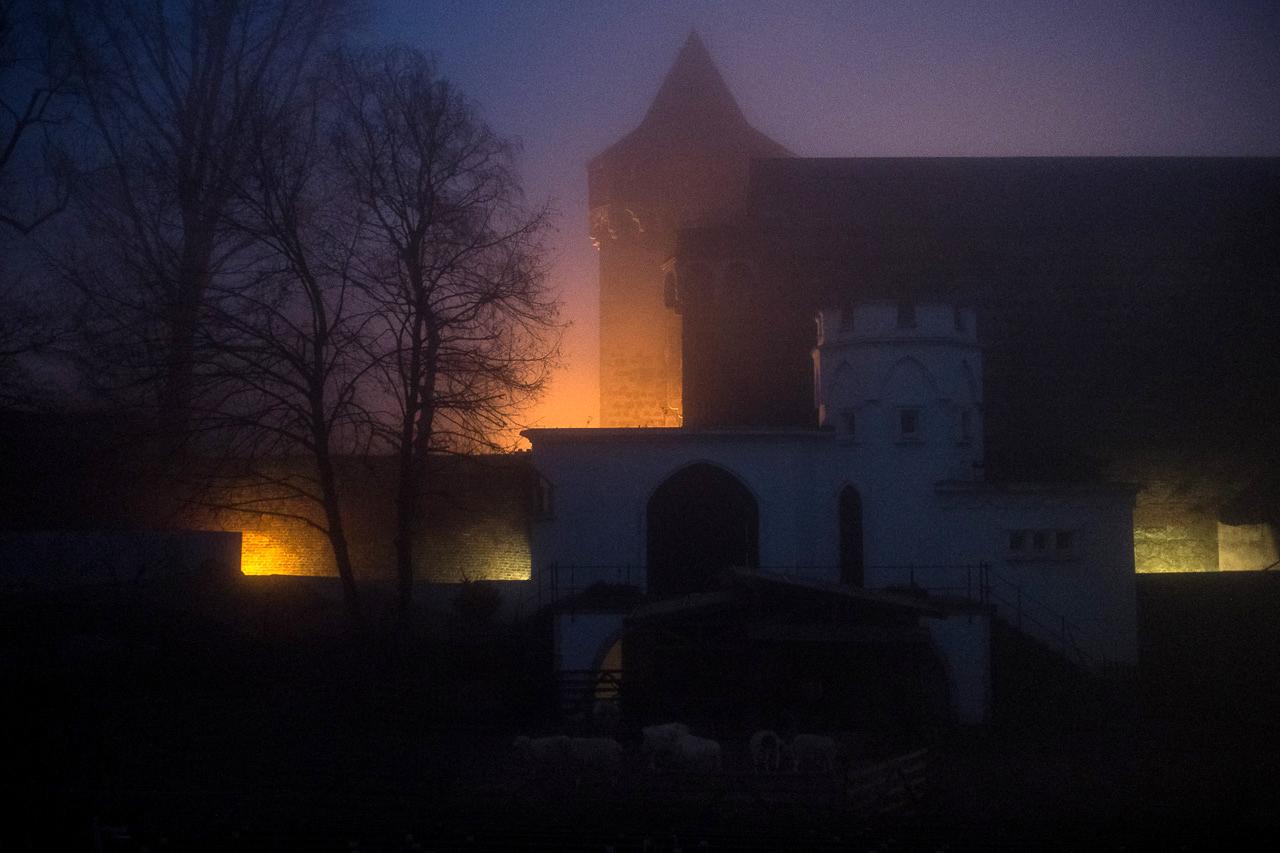 Freilichtbühne mit Schlosstor